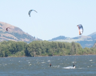 Kite surfers on the Columbia